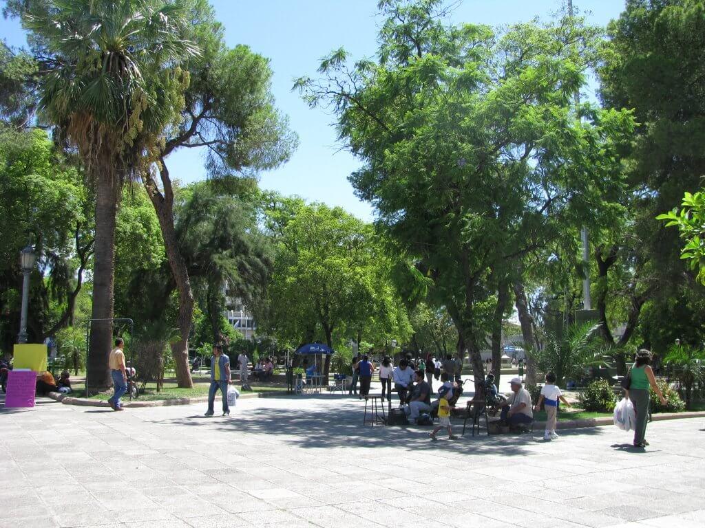 Plaza 25 de Mayo - La Rioja. Foto de: mapio.net