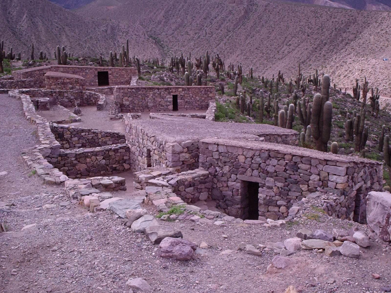 Ruinas de Condorhuasi. Fuente: https://esacademic.com